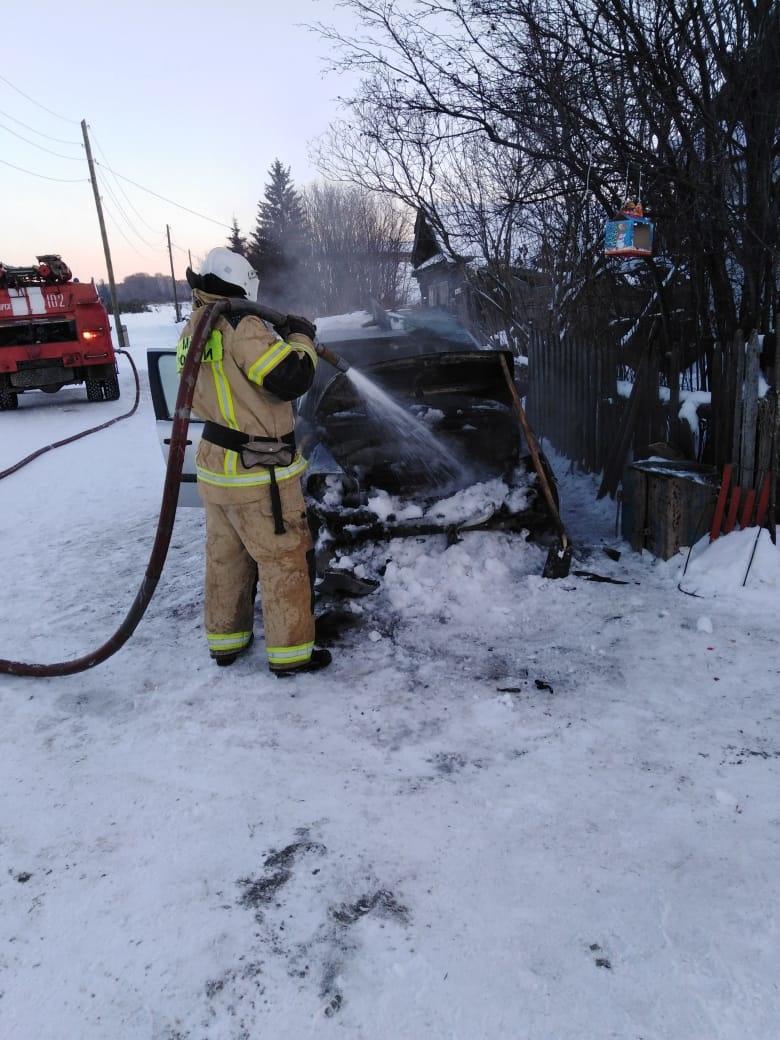 За сутки сгорело 2 автомобиля