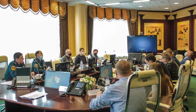 Специалисты госпожнадзора за круглым столом обсудили проблемы сертификации и применения пожарно-технической продукции
