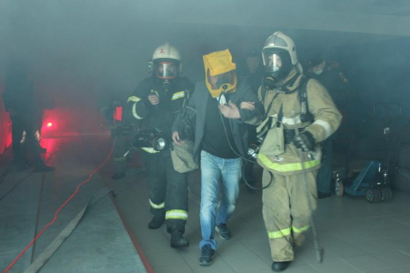 Екатеринбургские огнеборцы потушили условный пожар в Дворце игровых видов спорта «Уралочка»