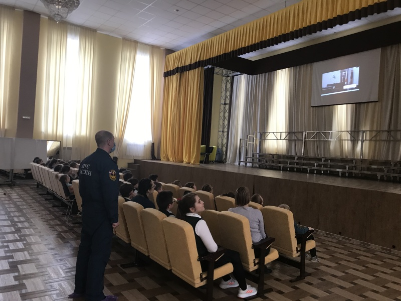 Безопасность детей: сотрудники госпожнадзора и ГИМС проводят уроки безопасности для детей