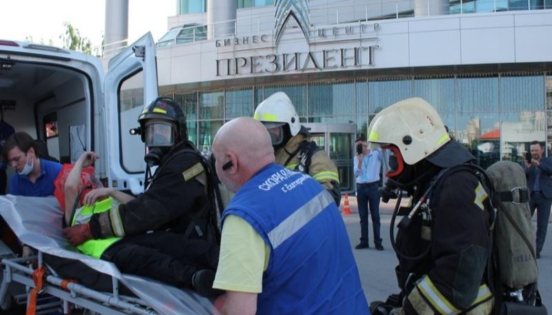 Офисные работники в Екатеринбурге обучались действиям в ЧС (ФОТО, ВИДЕО, СИНХРОН)